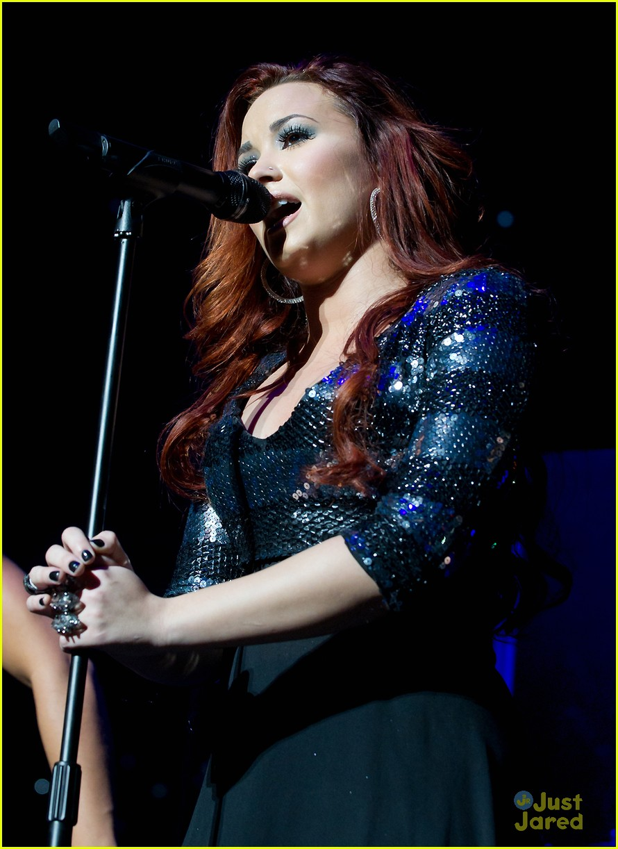 demi lovato q102 jingle ball 02