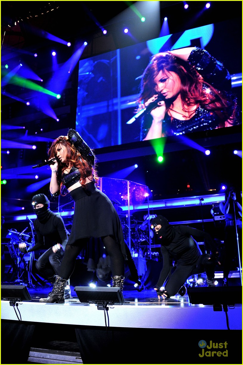 demi lovato z100 jingle ball performer 09