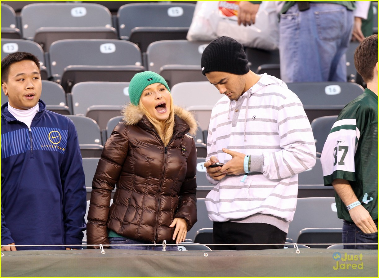 hayden panettiere football game 04