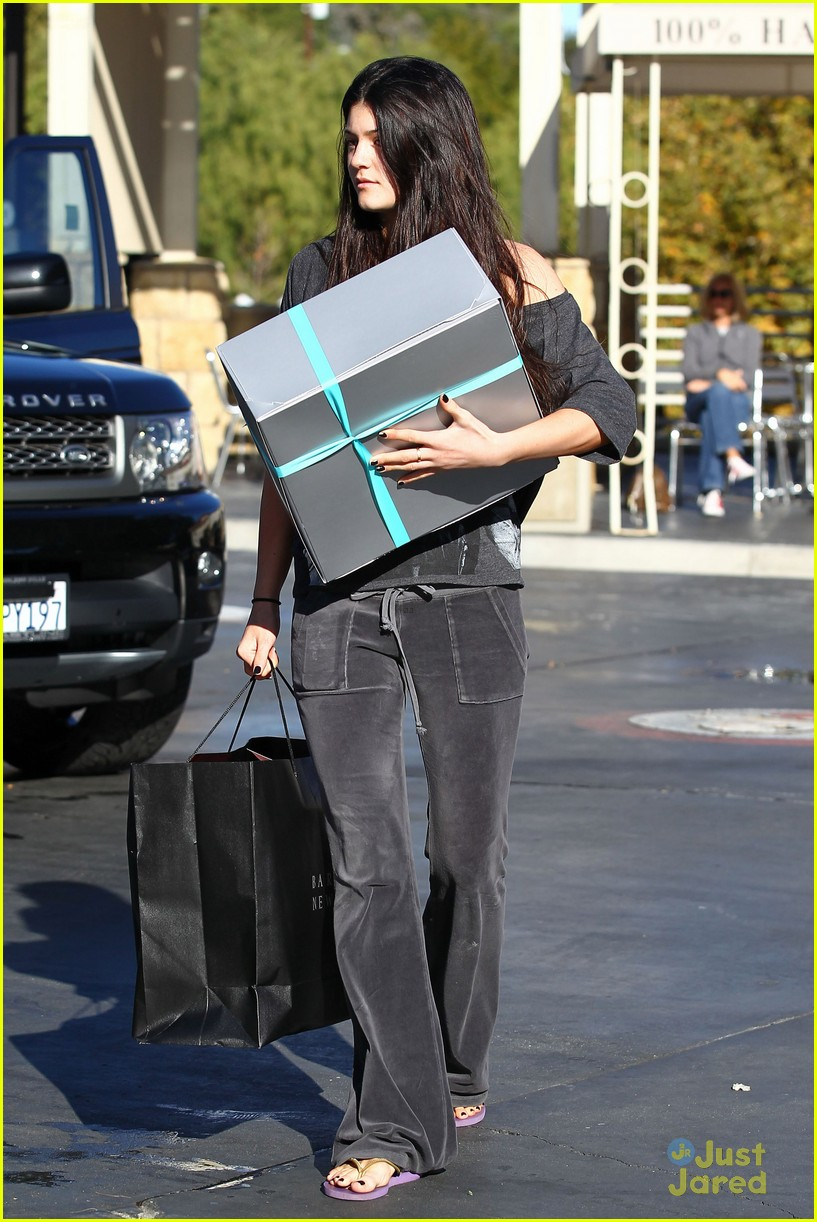 kendall kylie jenner christmas shopping 03