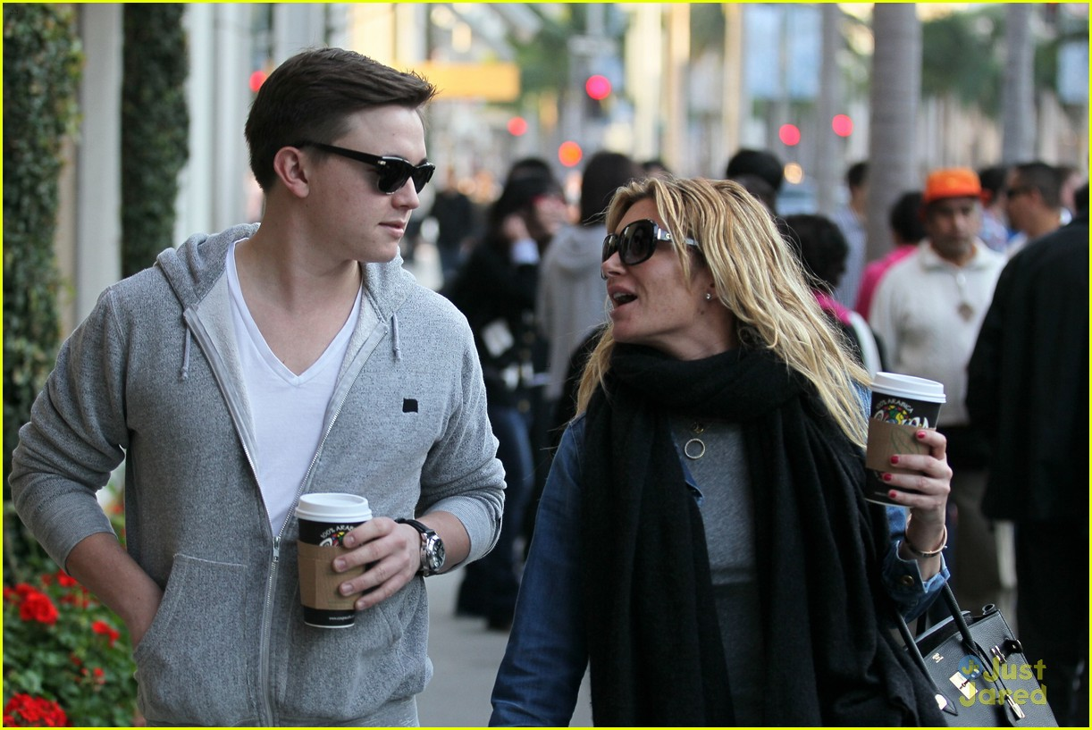 jesse mccartney hermes mom 01