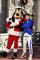 Justin-parade justin bieber disney parks 07