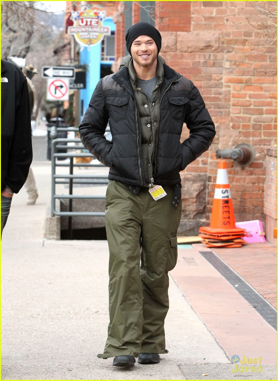 kellan lutz aspen walk 08