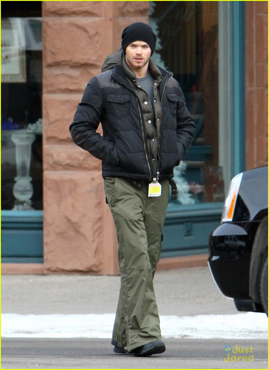 kellan lutz aspen walk 12