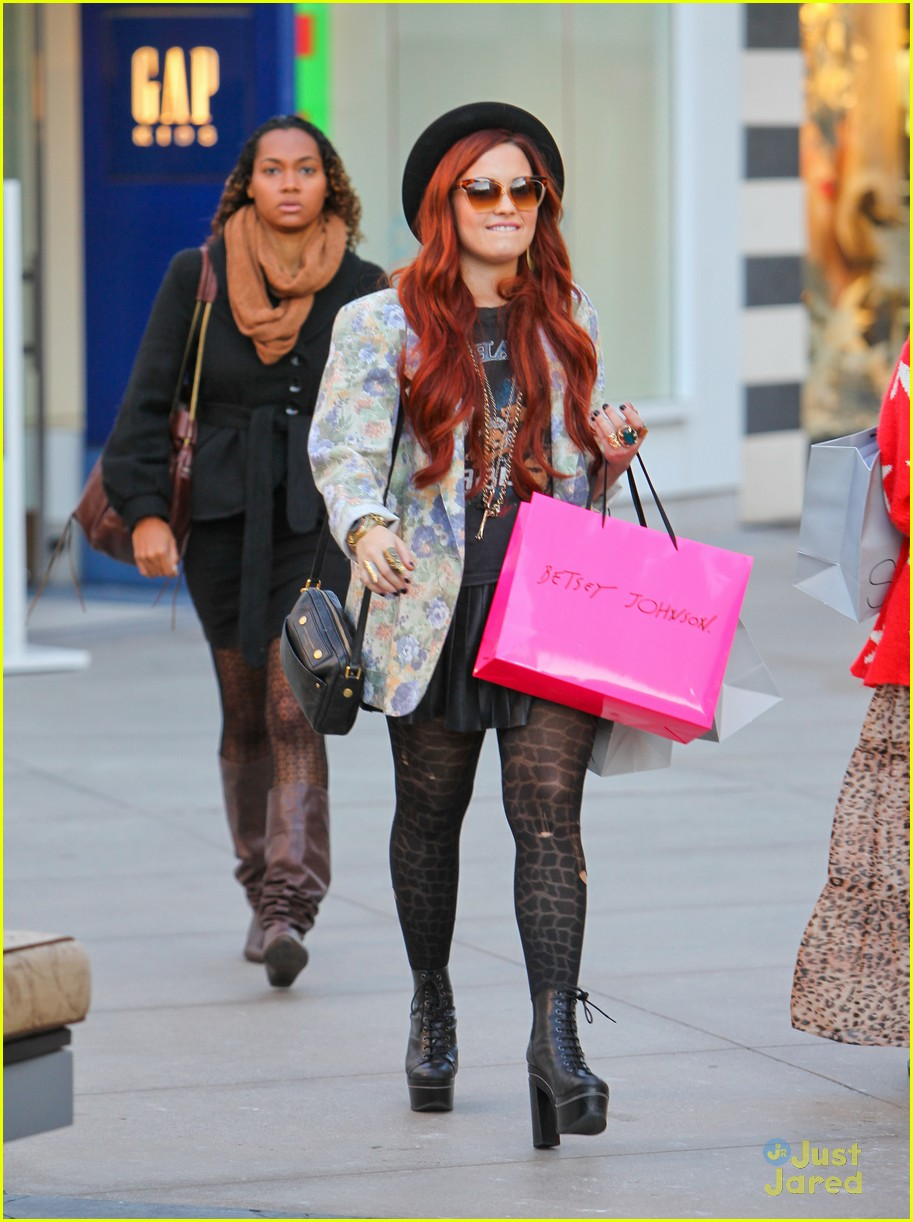 demi lovato holiday shopping 06