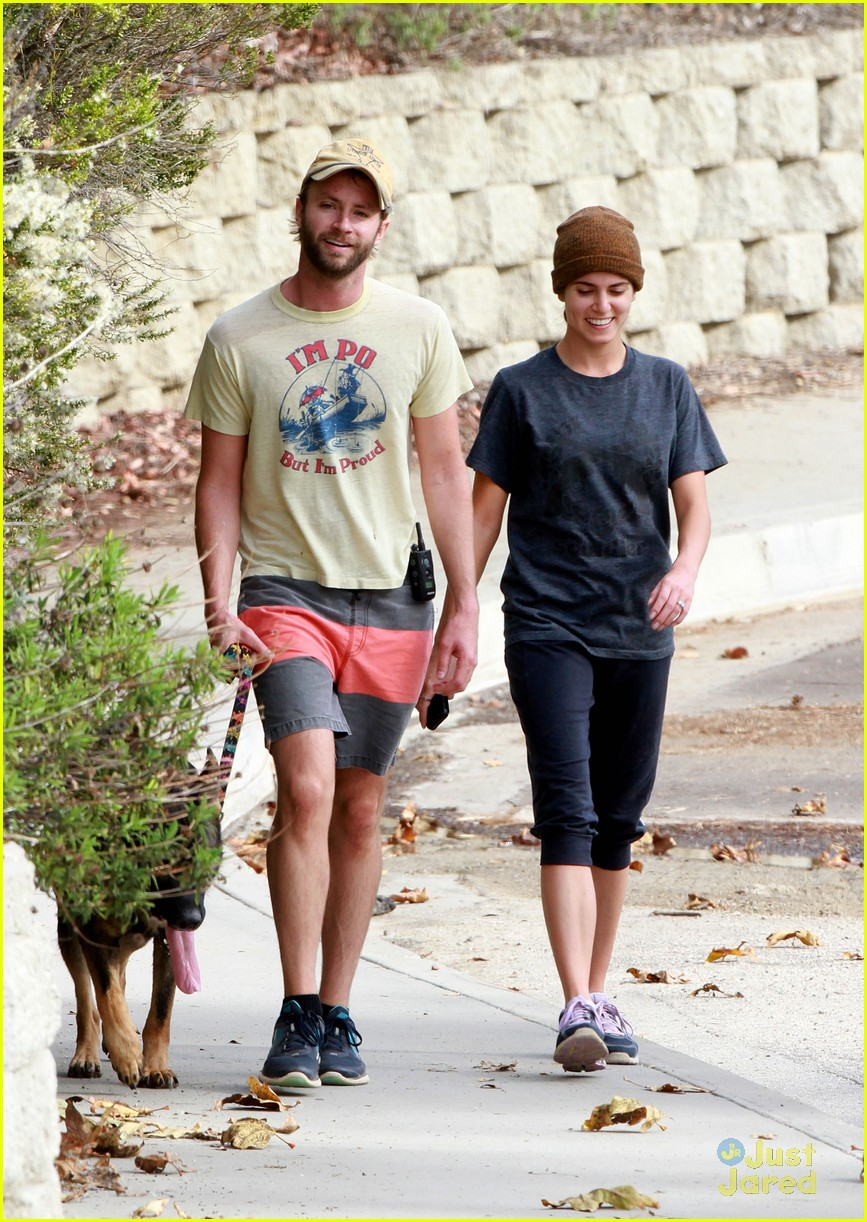 nikki reed paul dog walking 03