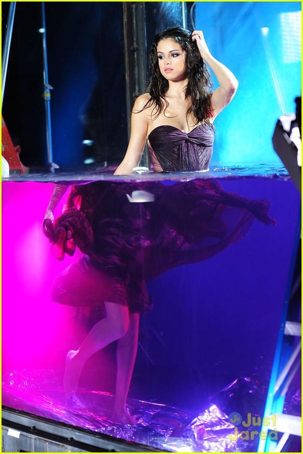 Selena gomez fragrance photo shoot photo 451295 for Selena gomez perfume