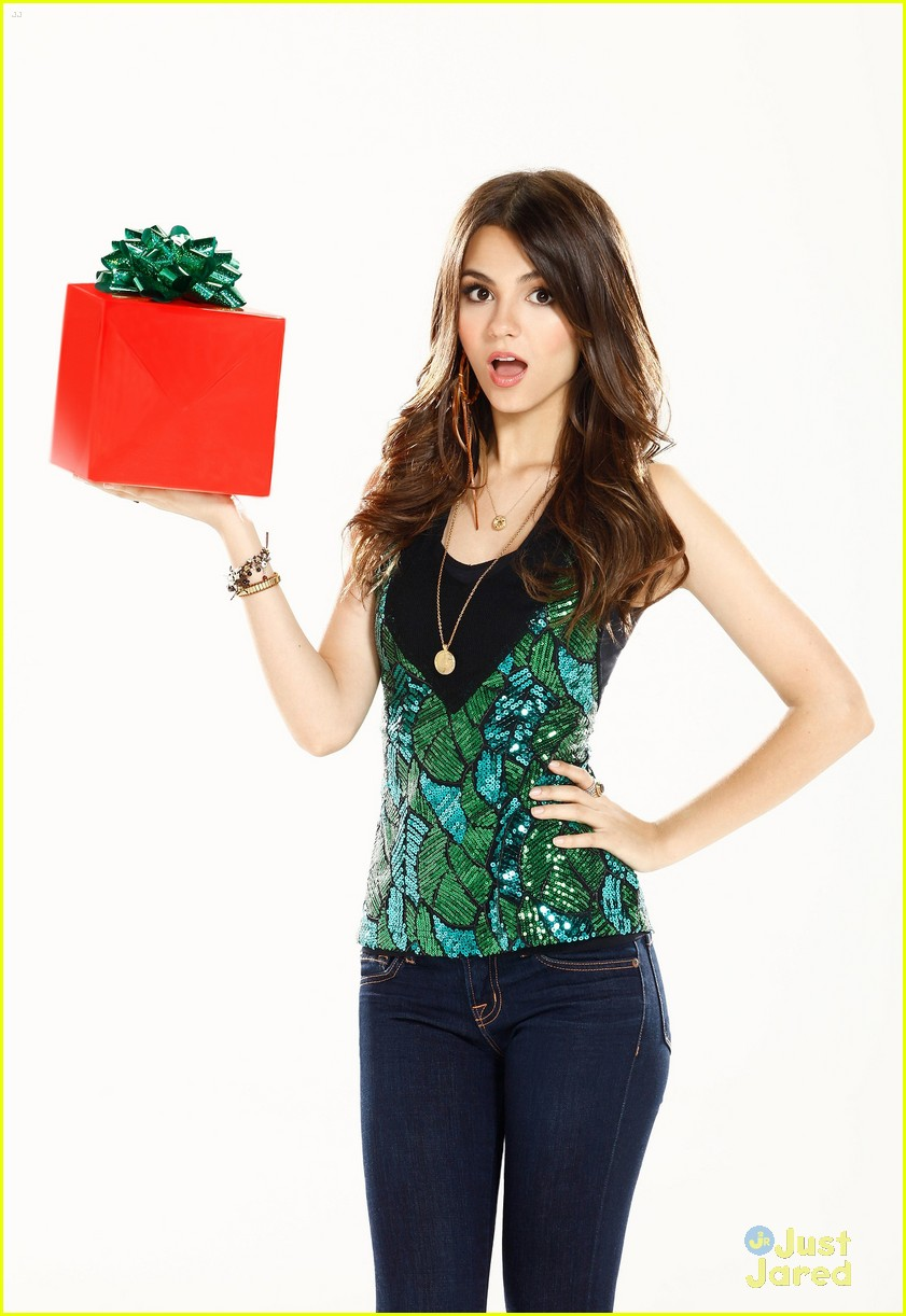 victoria justice holidays hollywood arts 04