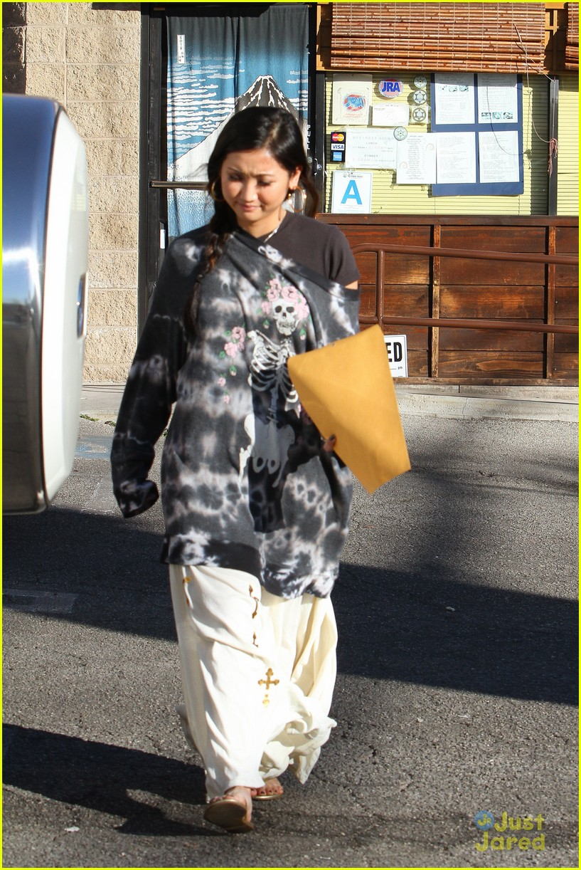 brenda song skull sweater 06
