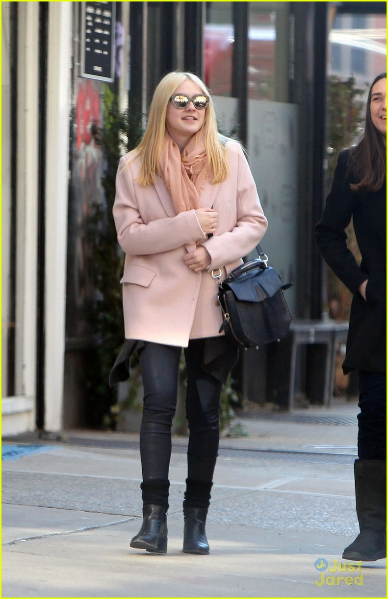 dakota fanning pink jacket 04