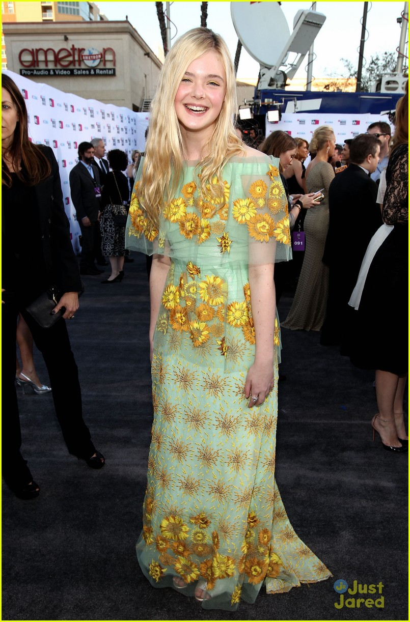 elle fanning critics choice 03