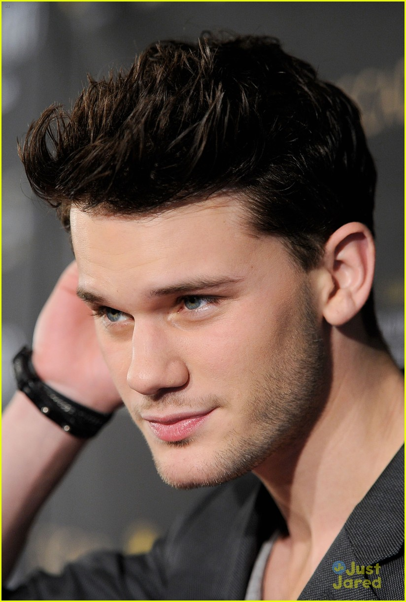 jeremy irvine bafta afi 04