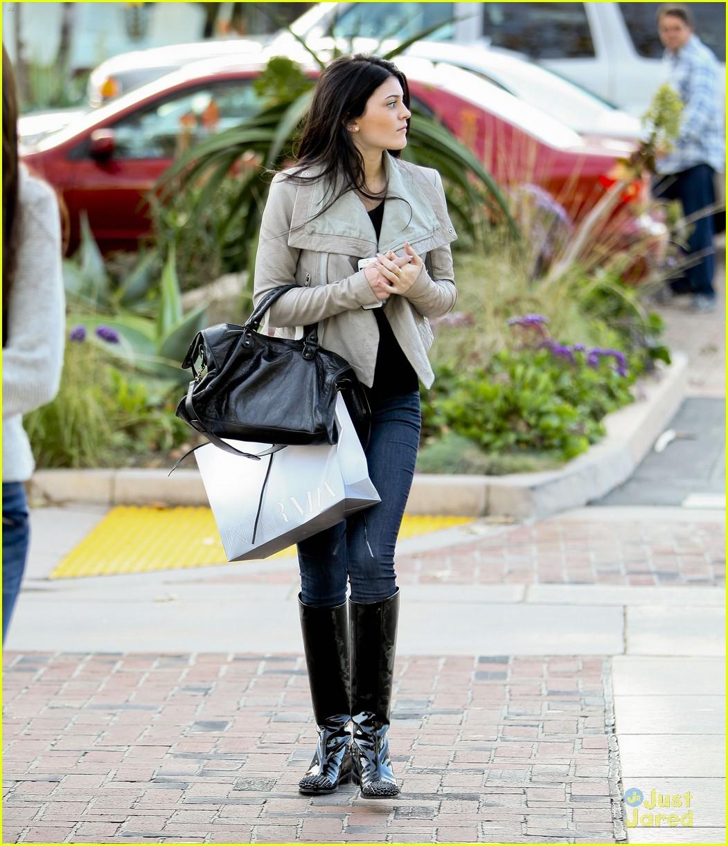 Malibu Nights Concert: Kylie & Kendall Jenner: Malibu Shoppers