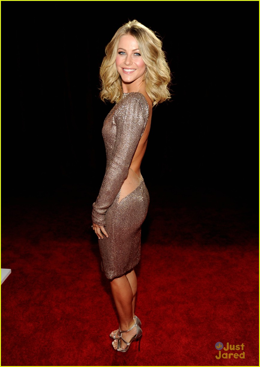 julianne hough 2012 pcas 01