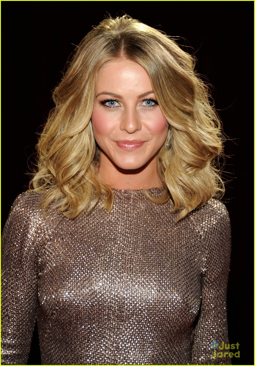 julianne hough 2012 pcas 12