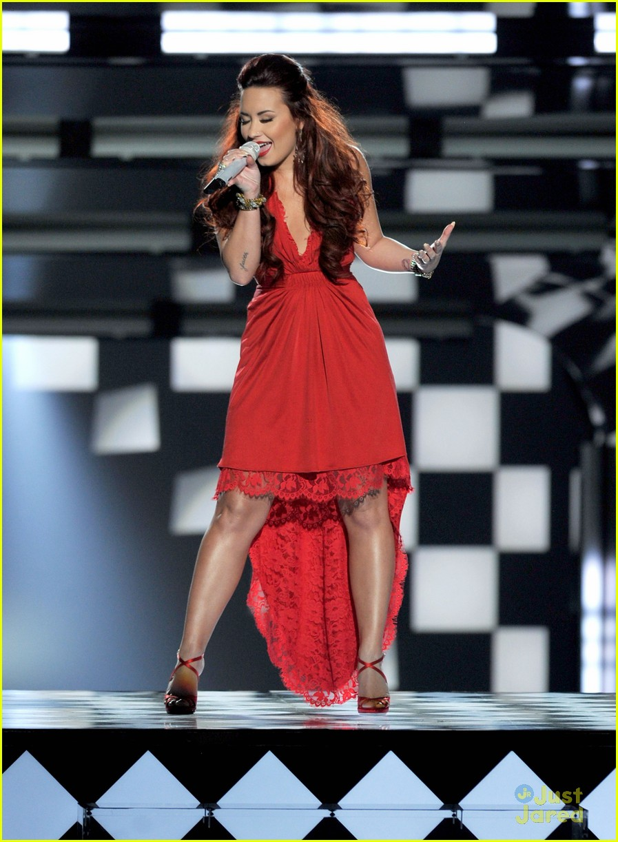 demi lovato pca performance 01