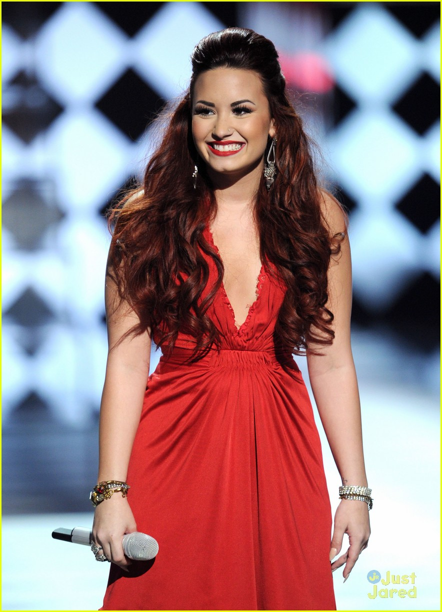 demi lovato pca performance 12