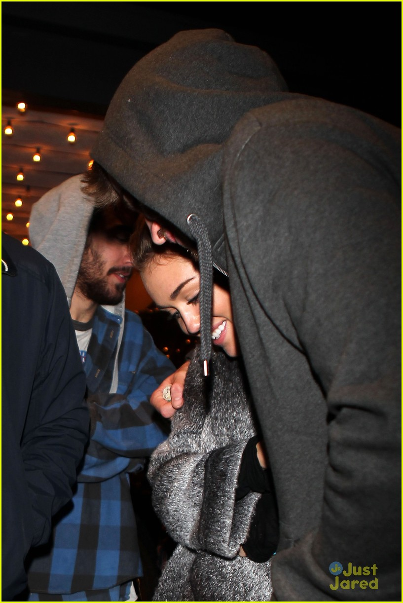 miley cyrus liam hemsworth casa vega 04