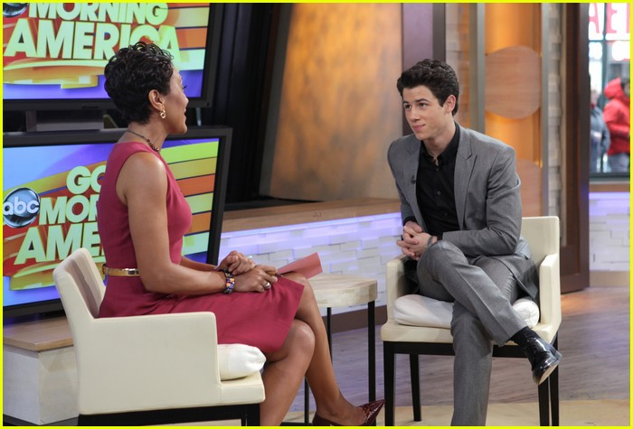 nick jonas gma 04