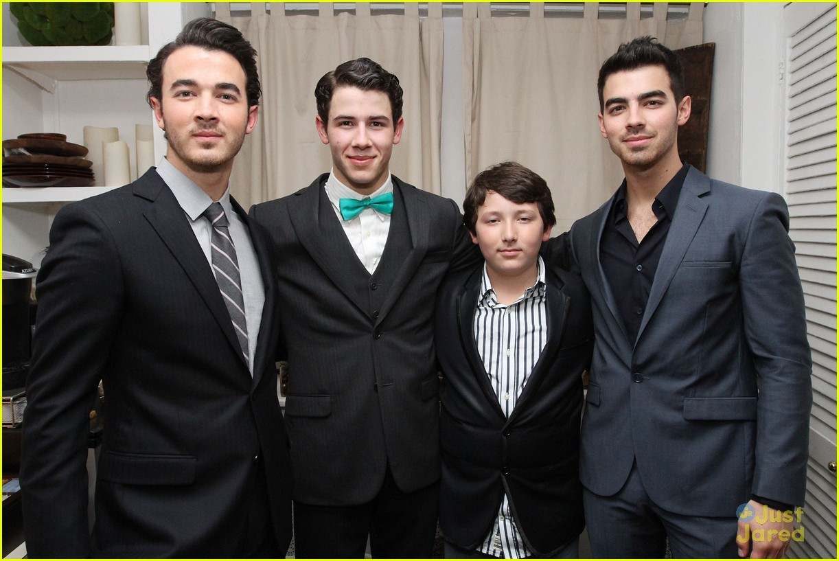 nick jonas hts debut joe kevin 02