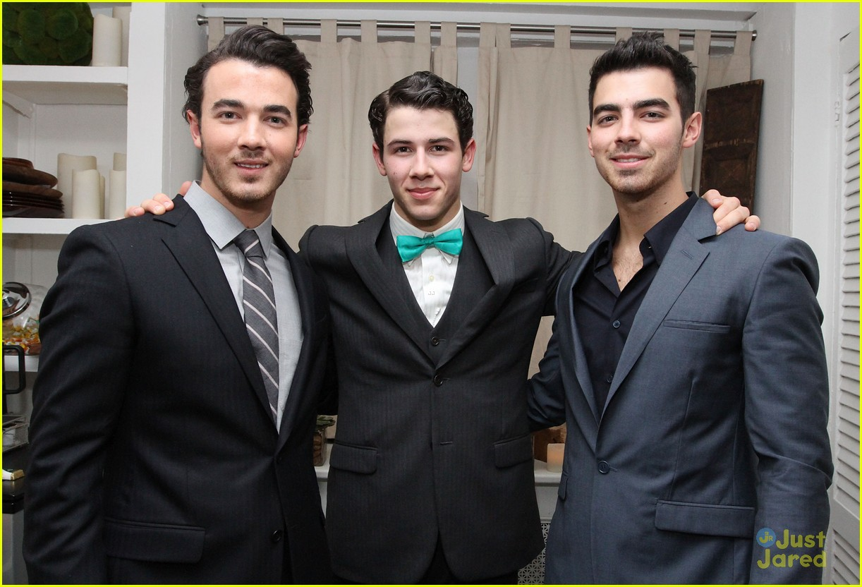 nick jonas hts debut joe kevin 04