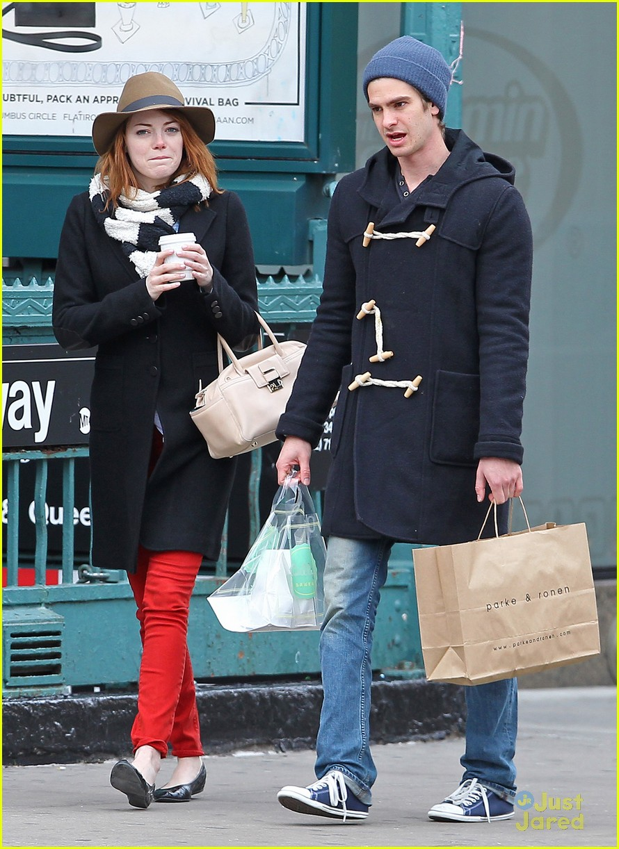 emma stone andrew garfield kiss nyc 10
