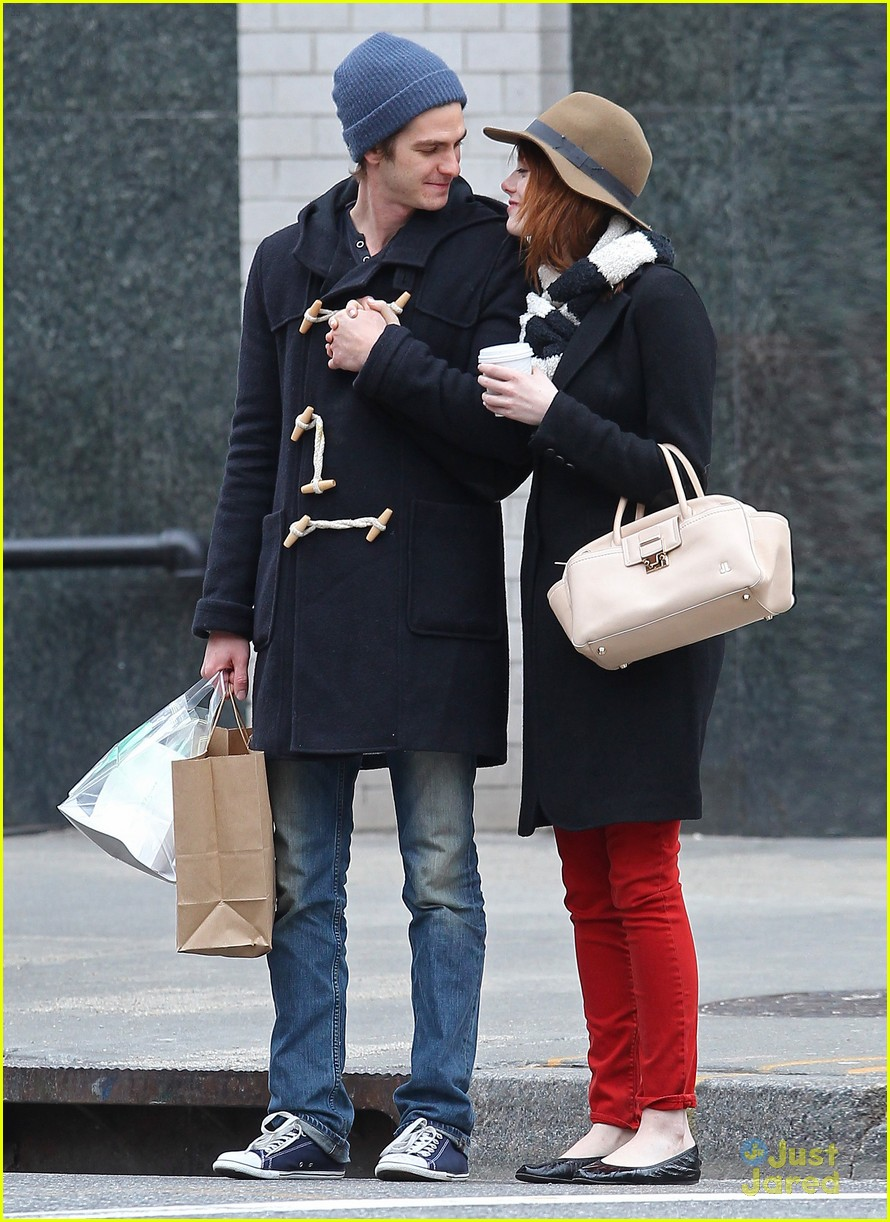 emma stone andrew garfield kiss nyc 15