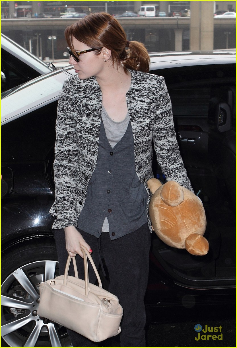 emma stone paris jfk teddy 05