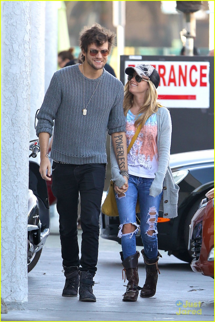 ashley tisdale martin studio cafe 05