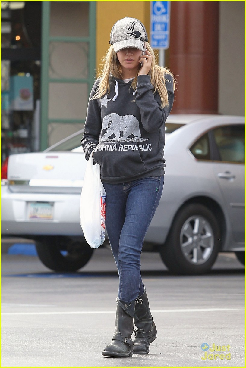ashley tisdale rite aid run 07