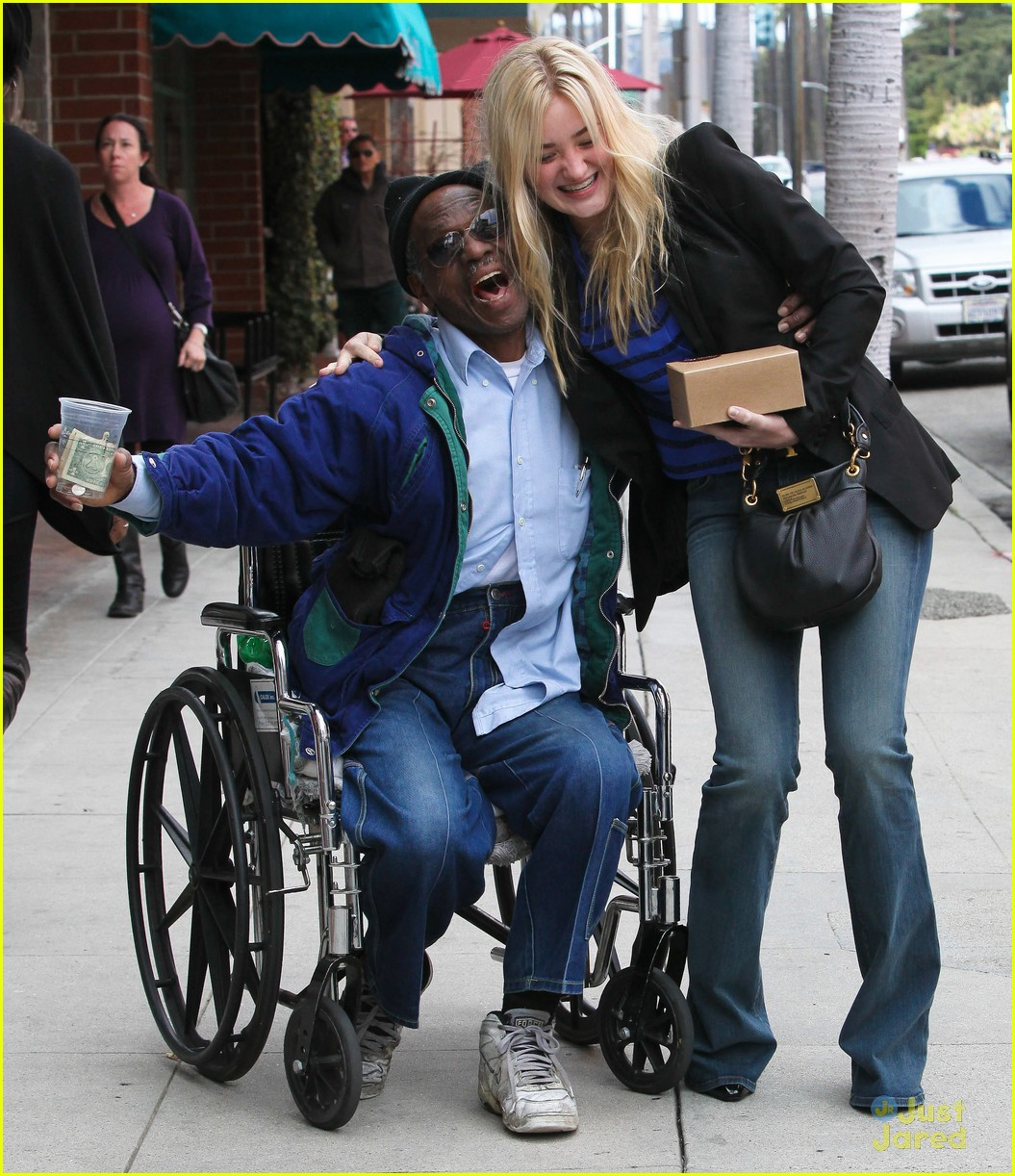 aj michalka hug homeless 01