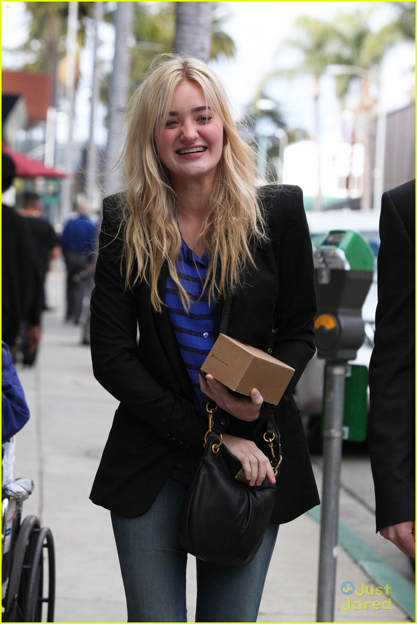 aj michalka hug homeless 02