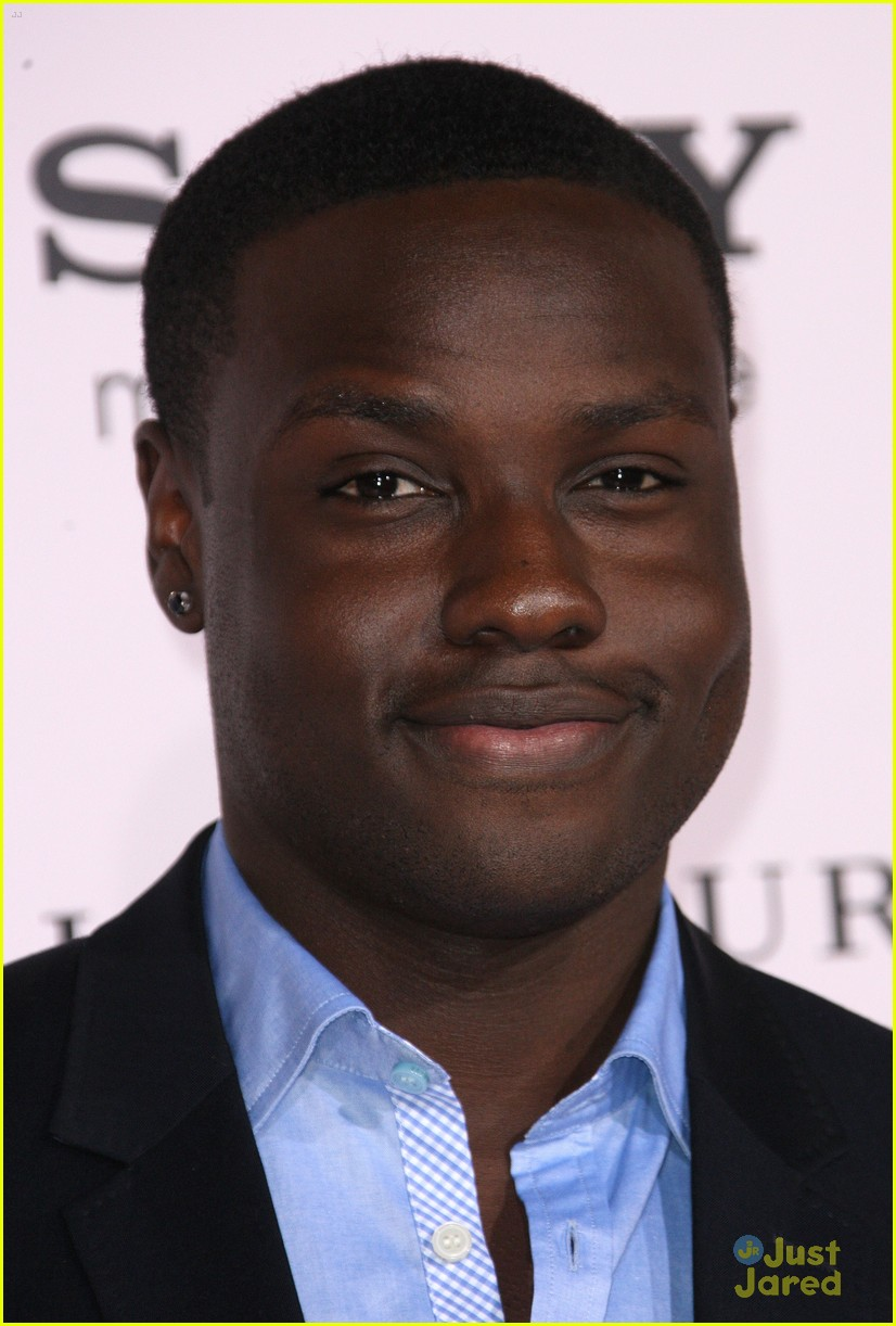 dayo okeniyi jennifer lawrence thg tour 09