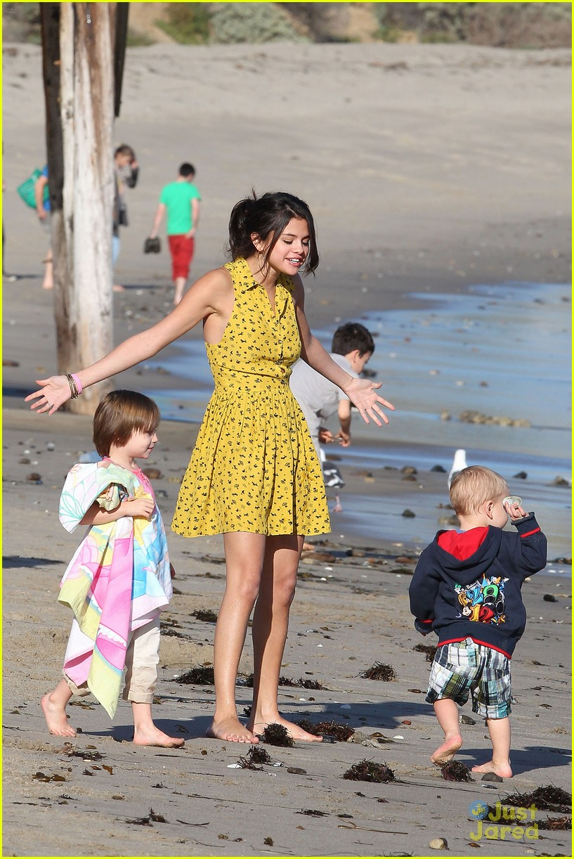 selena gomez justin bieber siblings beach 08