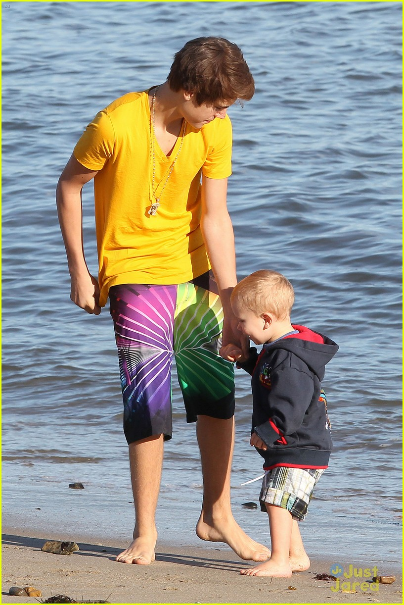 selena gomez justin bieber siblings beach 13