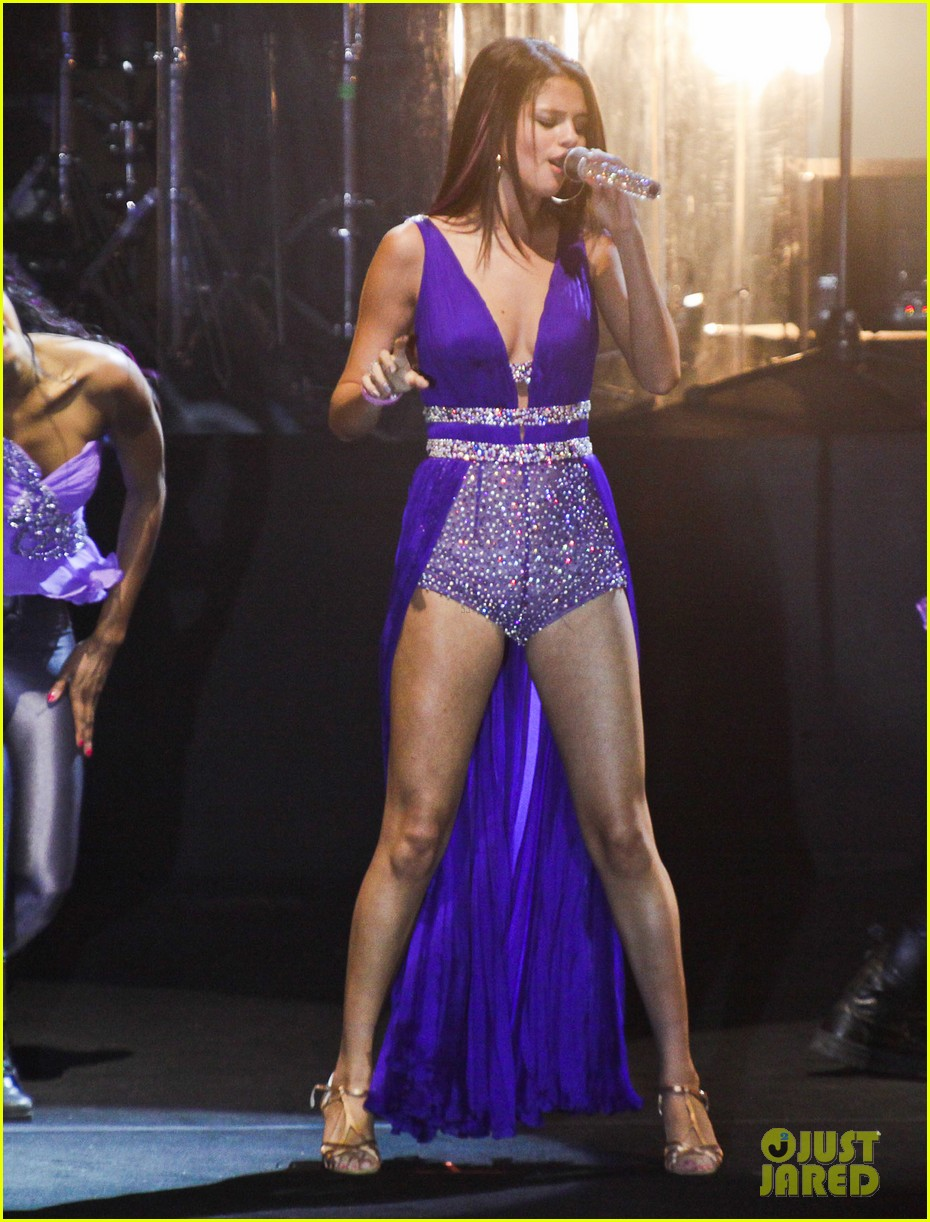 selena gomez we own the night press conference rio concert 03