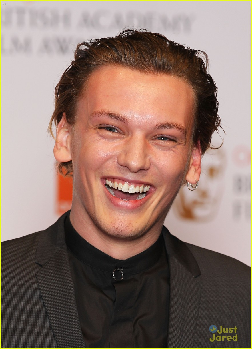 jamie campbell bower elle style awards 06