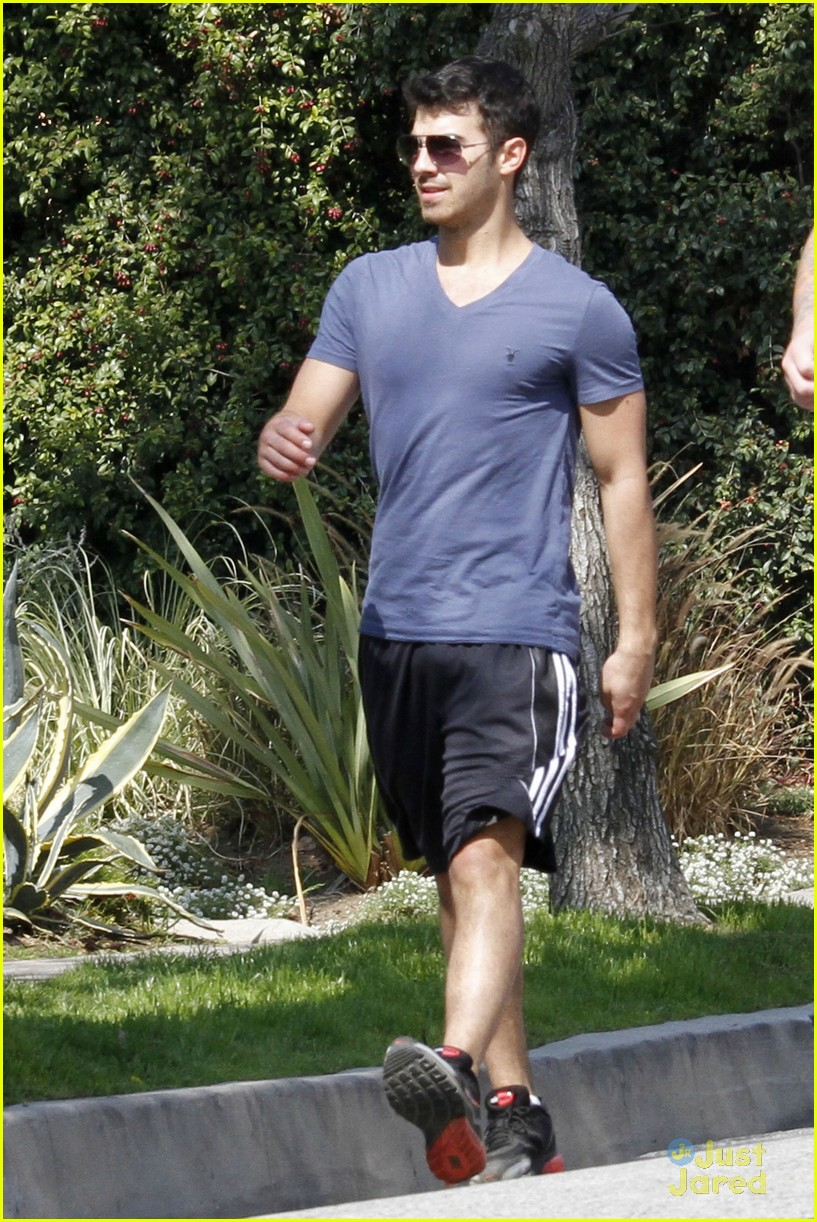 joe jonas hike hollywood 15