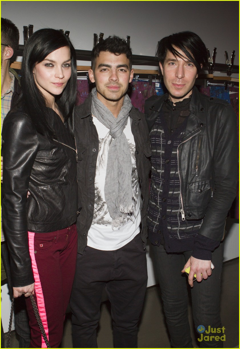 joe jonas simon spurr 10
