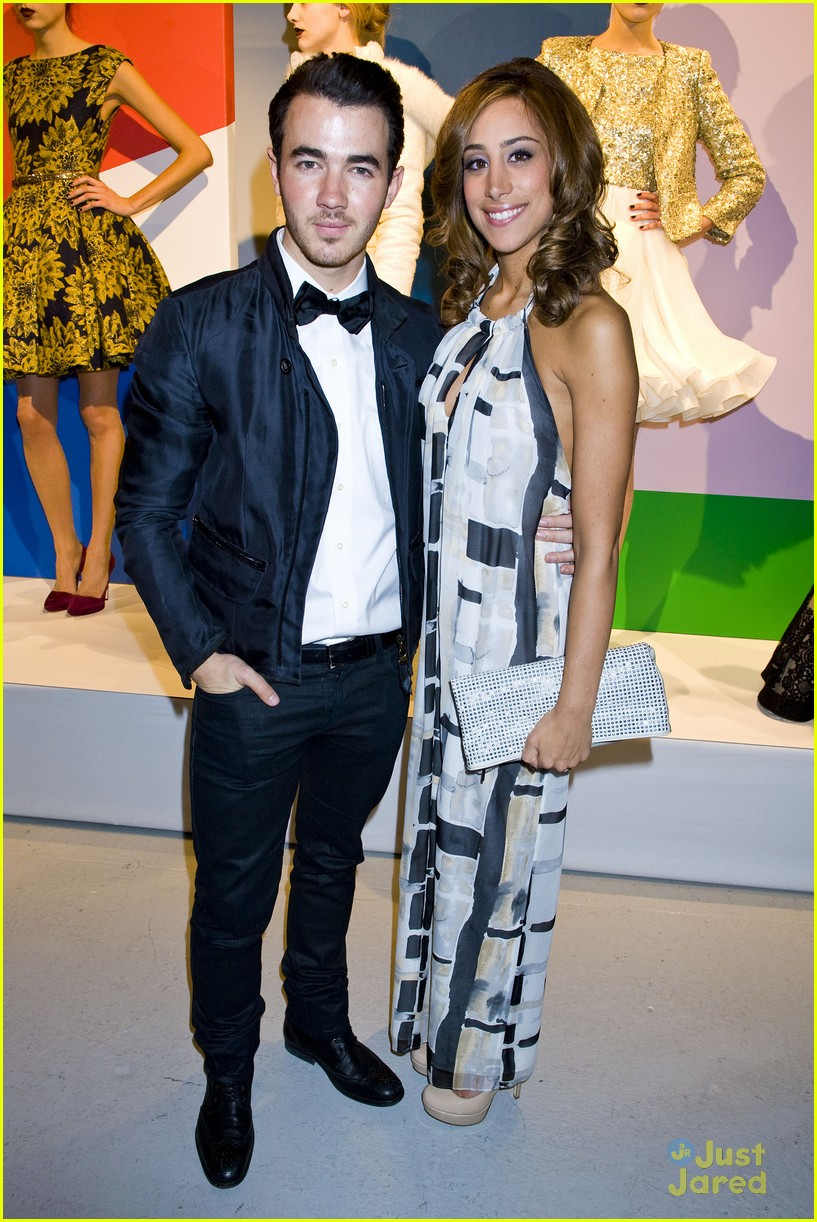 kevin danielle jonas ao show 01