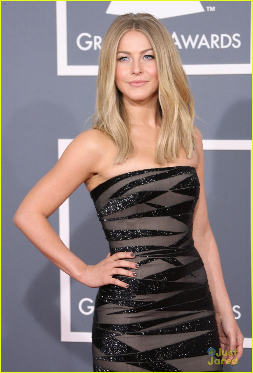 julianne hough 2012 grammys 07
