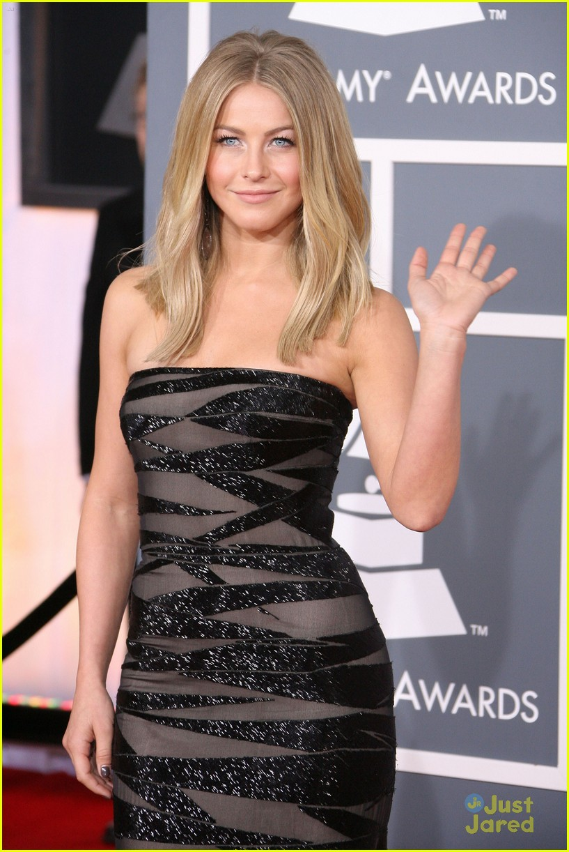 julianne hough 2012 grammys 12