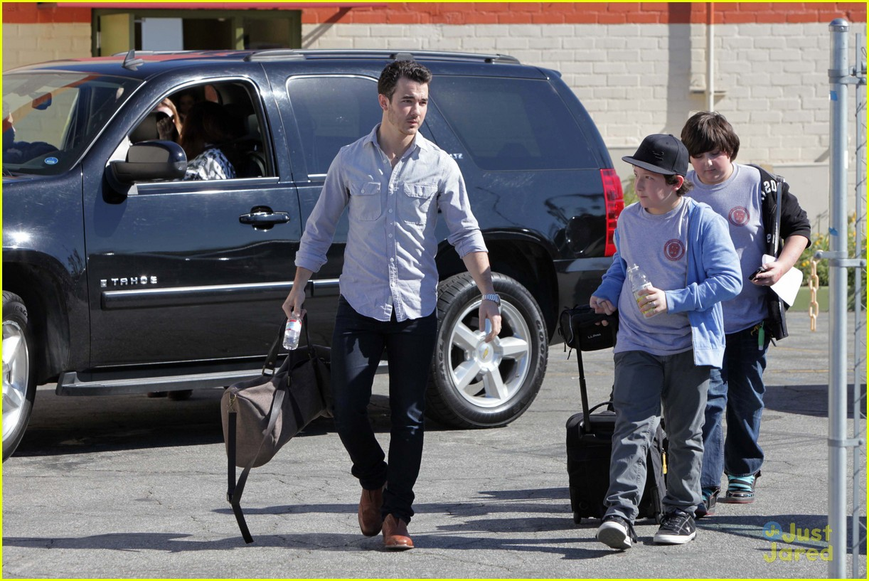 kevin jonas school pickup 02