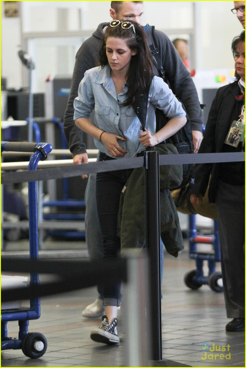 kristen stewart leaves lax 06