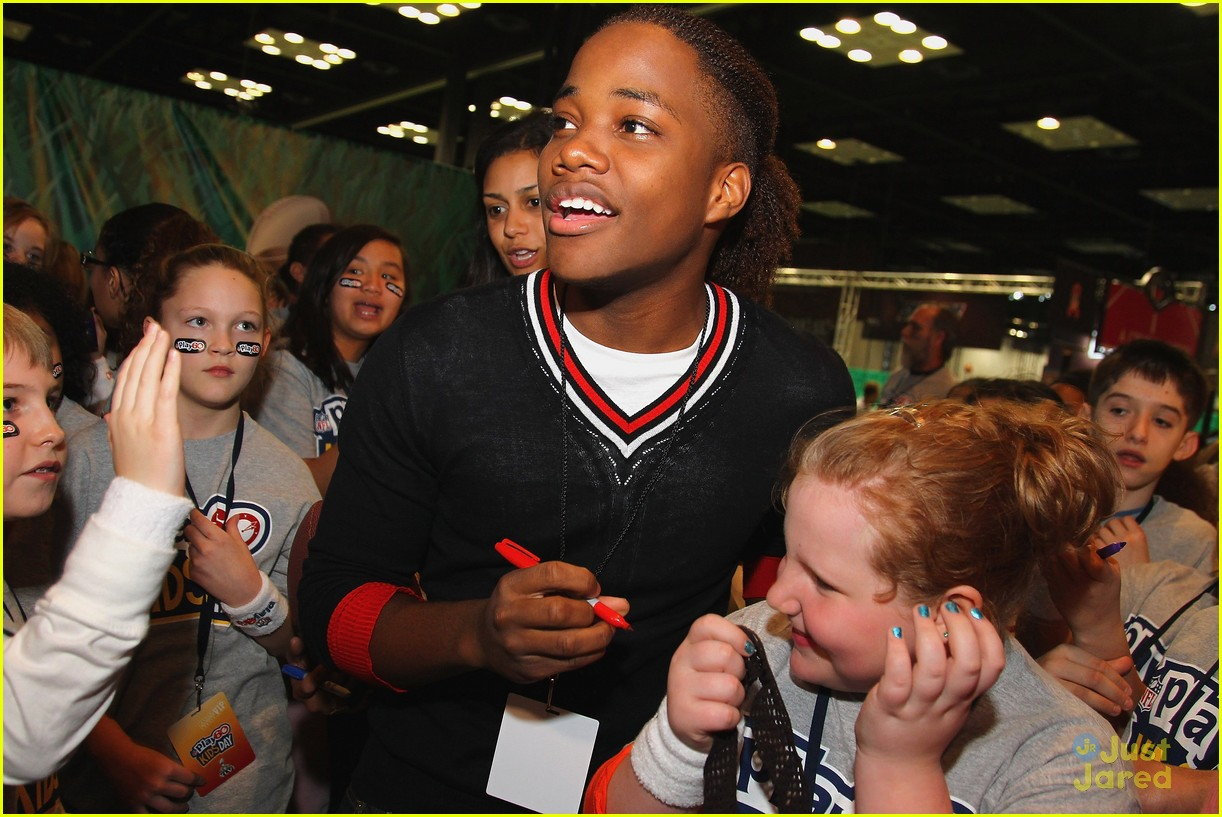 leon thomas kids day superbowl 06