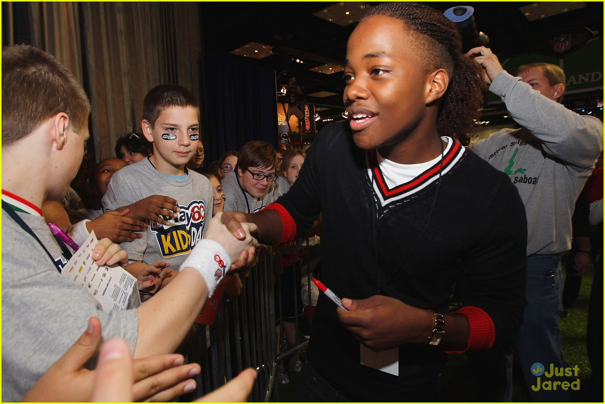 leon thomas kids day superbowl 15