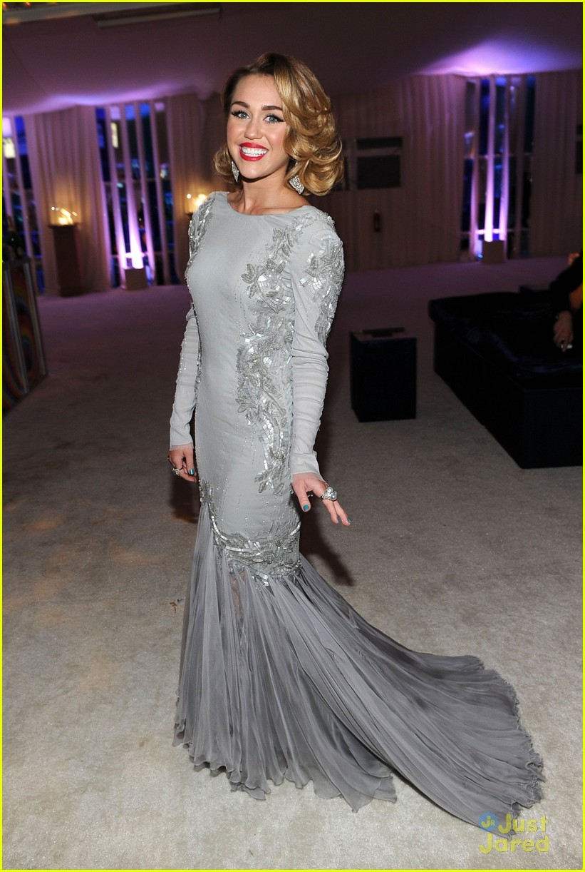 miley cyrus elton john oscar party 05