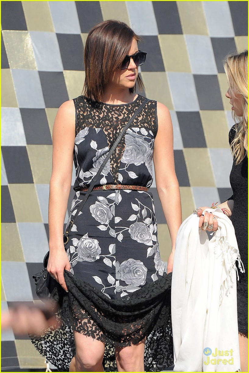 shenae grimes 90210 cemetary 05