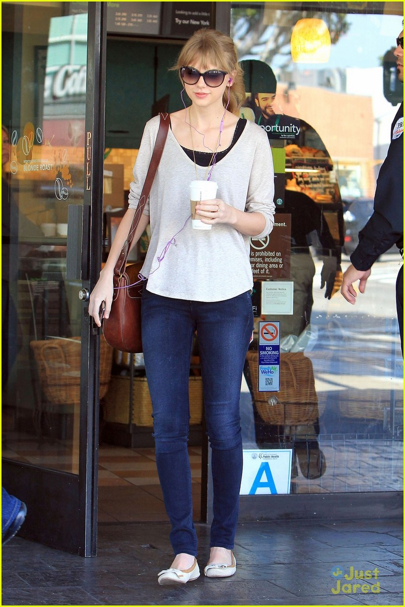 taylor swift starbucks surprise 03