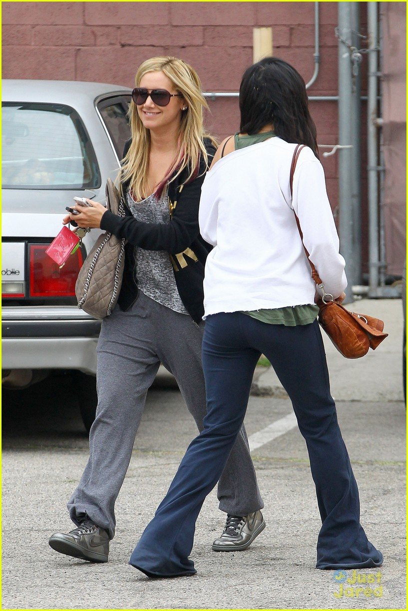 ashley tisdale vanessa hudgens dance studio 07